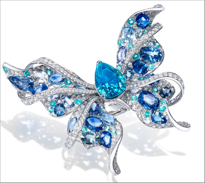 Anello Papillon, in oro bianco, diamanti, zaffiri, acquamarina