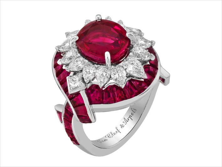 Anello Filtro d'amore, in oro bianco, un rubino taglio cuscino di 3,89 carati (Birmania), rubini, diamanti