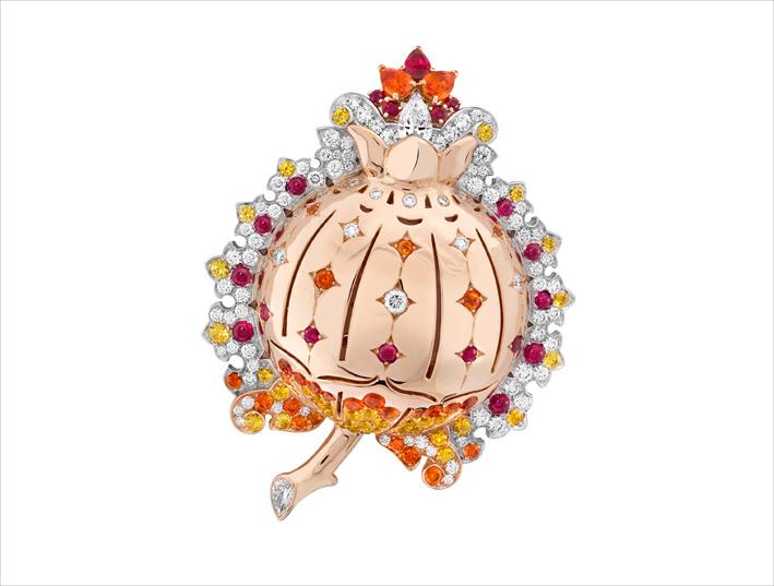 Clip Grenata in oro rosa, oro bianco, rubini, granati spessartite, zaffiri gialli, diamanti. Il melograno, simbolo di prosperità nel Rinascimento