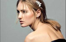 Carolina Herrera,  Falling Jasmine tiara e orecchino a bottone in argento placcato oro e smalto bianco