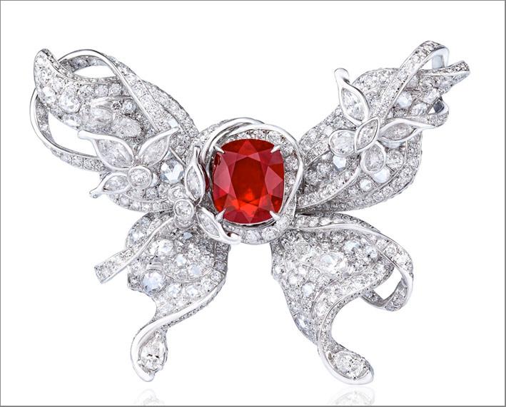 Anello Papillon con rubino e diamanti