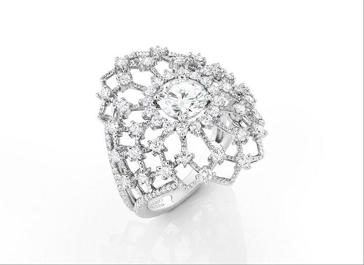 Anello Maglia, ispirato alle reti dei pescatori. Diamante a taglio brillante (1,01 carati EVS1), 104 diamanti (1,16 carati), oro grigio perla