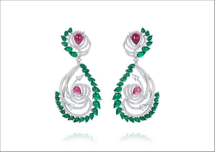 Orecchini Birds of Paradise della collezione Artful Indulgence, in oro 18 carati, diamanti, rubellite e onice verde