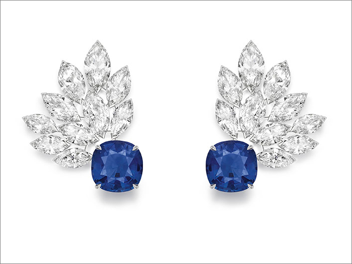 Blue Waterfall Earrings, 18K, white gold earrings set with 1 cushion-cut blue sapphire from Sri-Lanka (approx. 1.16 ct), 1 cushion-cut blue sapphire from Madagascar (approx. 1.08 ct) and 20 marquise-cut diamonds (approx. 3.04 cts)