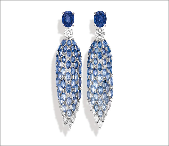 Blue Waterfall Earrings, 18K white gold earrings set with 2 oval-cut blue sapphires from Sri-Lanka (approx. 3.13 ctsand 3.01 cts), 2 brilliant-cut diamonds (approx. 1.00 ctand 1.00 ct), 102 marquise-cut diamonds (approx. 17.62 cts) and 14 marquise-cut diamonds (approx. 1.96 ct). Transformable creation into sapphire studs