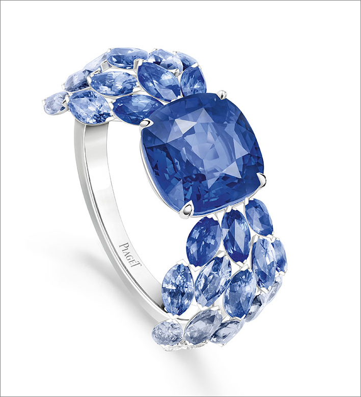 Blue Waterfall Ring, 18K white gold ring set with 1 cushion-cut blue sapphire from Sri-Lanka (approx. 4.10 cts), 26 marquise-cut blue sapphires (approx. 2.74 cts) and 10 marquise-cut diamonds (approx. 0.61 ct)