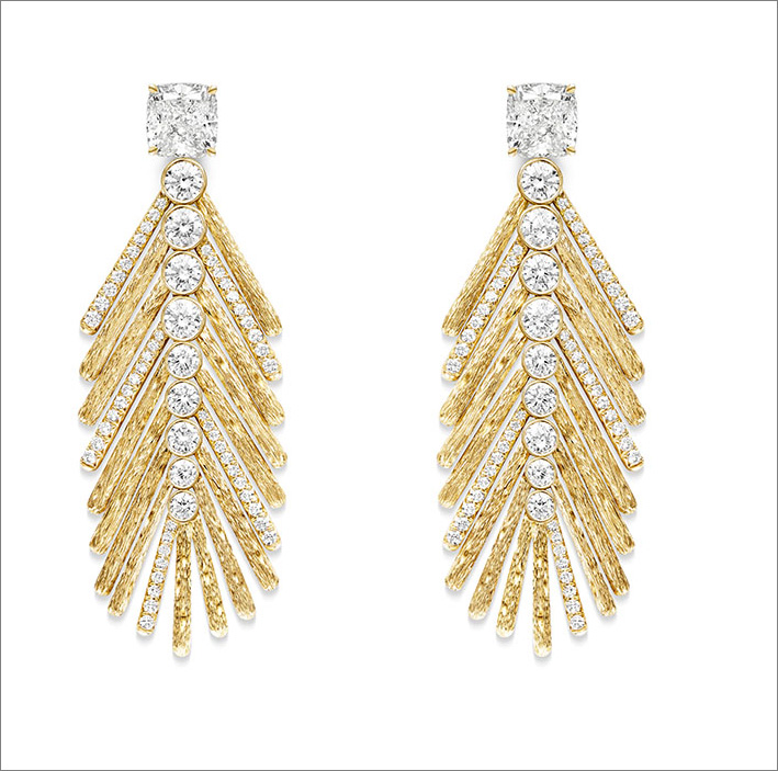 Desert Palm Earrings, 18K 4N rose gold earrings set with 2 cushion-cut diamonds (approx. 1.01 ct and 1.02 ct) and 120 brilliant-cut diamonds (approx. 1.70 ct)
