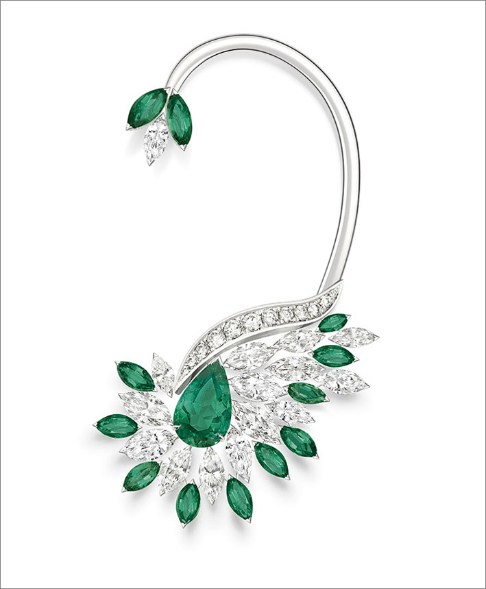 Vegetal Laces Earcuff, 18K white gold earcuff set with 1 pear-shaped emerald from Colombia (approx. 1.45 ct), 12 marquise-cut emeralds (approx. 2.12 cts), 15 marquise-cut diamonds (approx. 4.25 cts) and 12 marquise-cut diamonds (approx. 0.28 ct)