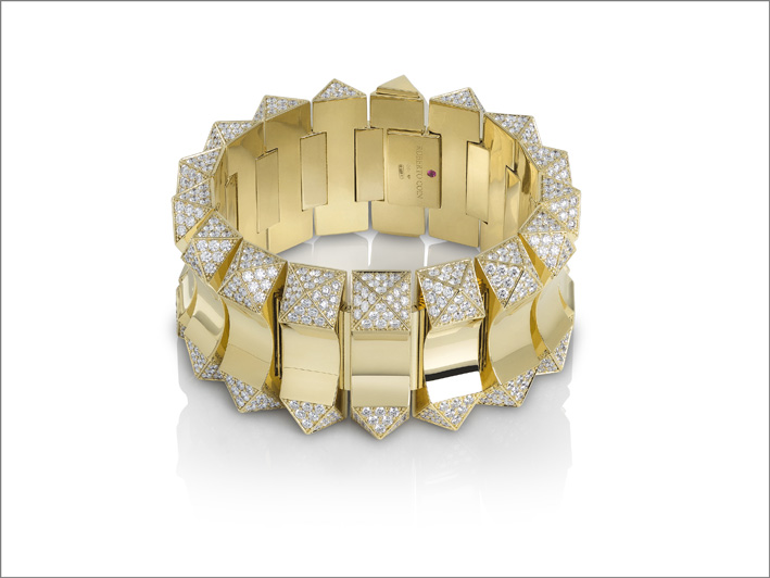 Bold bracelet in yellow gold with diamonds