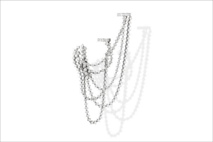 White gold and white diamonds earring