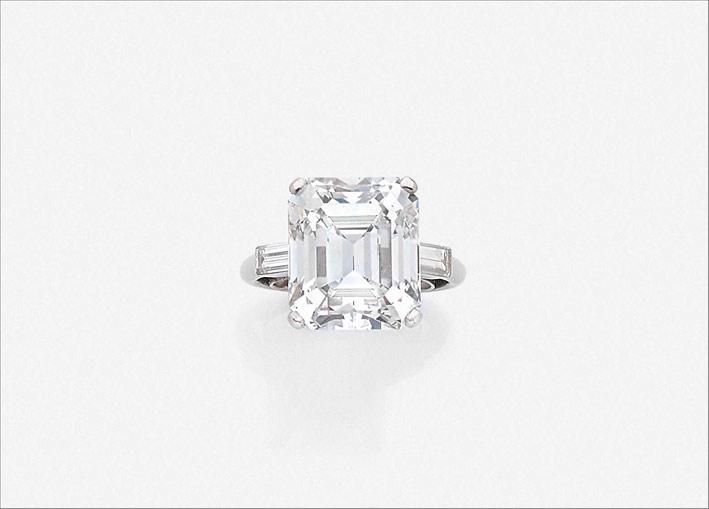 Anello con diamante di 11,70 carati taglio smeraldo