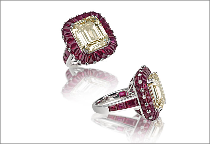 White gold ruby (12.64 ct) and diamond (12.30 ct) ring set in white gold