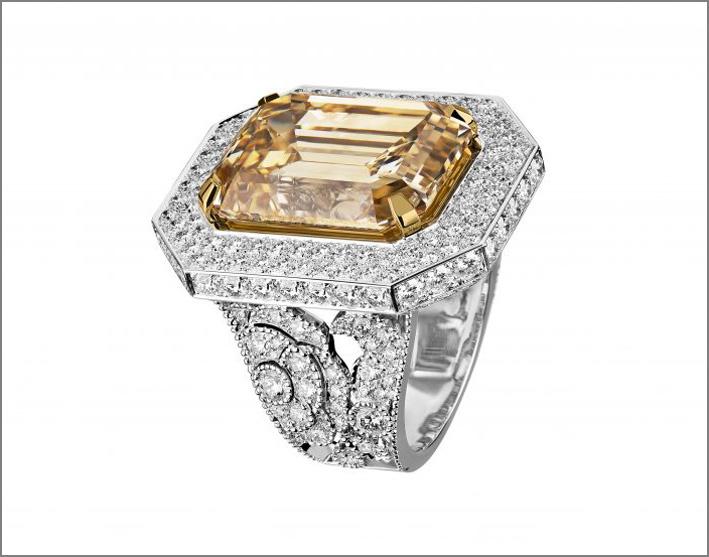 Anello Sarafane, oro bianco, diamanti bianchi e fancy