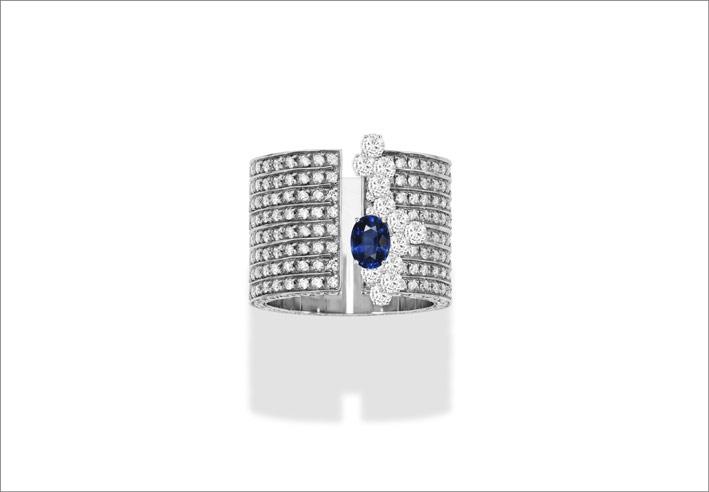 White gold, white diamonds, sapphire ring