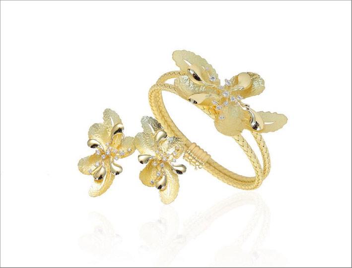 Gioielli floreali in oro