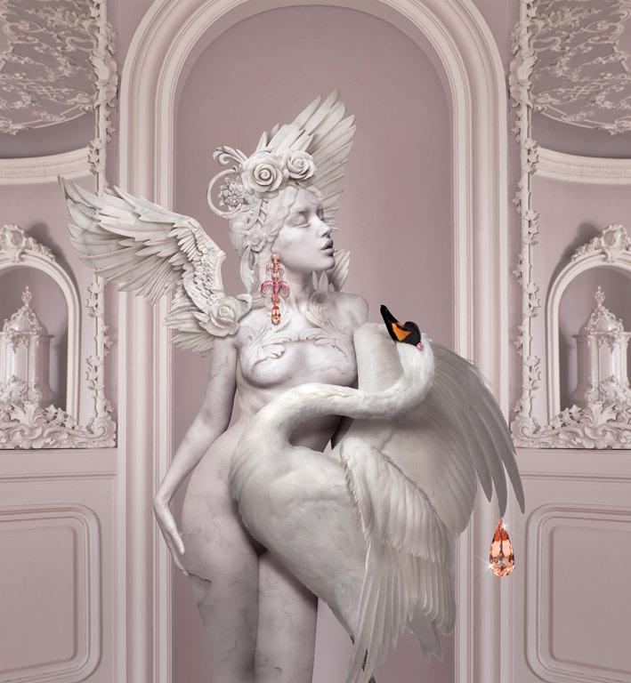 Il mito di Leda e il cigno con i gioielli di Lydia Courteille