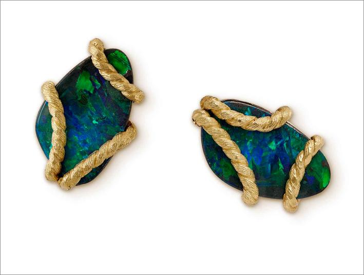 Orecchini in oro intrecciato e opale