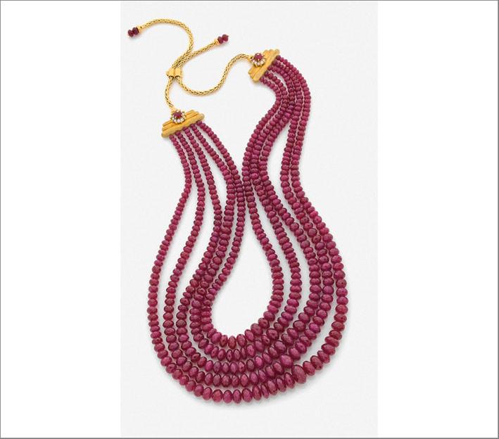 Collana di Reza composta da cinque fila di rubini
