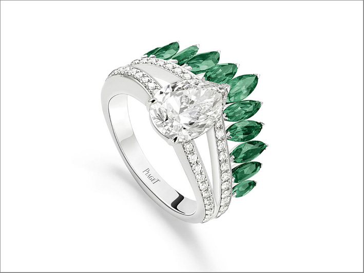 Luxuriant Oasis Ring, 18K platinum ring set with 1 pear-shaped diamond (approx. 2.26 cts),11 marquise-cut emeralds (approx. 1.16 ct) and 53 brilliant-cut diamonds (approx. 0.39 ct)