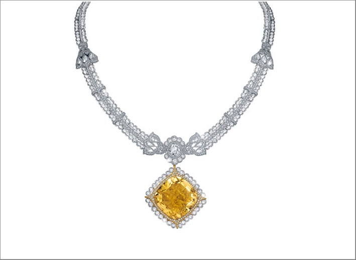 Collana con grande diamante fancy yellow di 90 carati e diamanti bianchi
