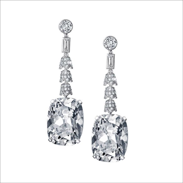 Orecchini con diamanti di oltre 23 carati