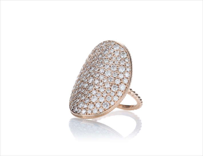Anello in oro rosa 9 carati con pavé di diamanti