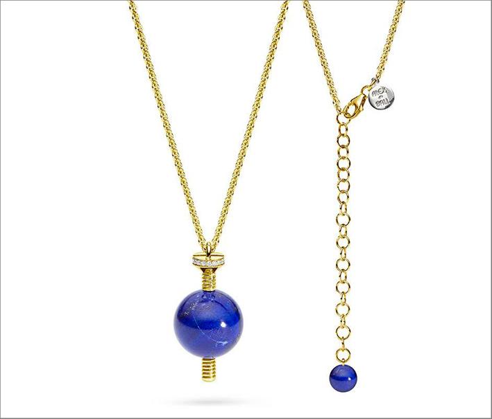 Ciondolo in oro giallo, lapislazzuli e diamanti, regolabile in lunghezza