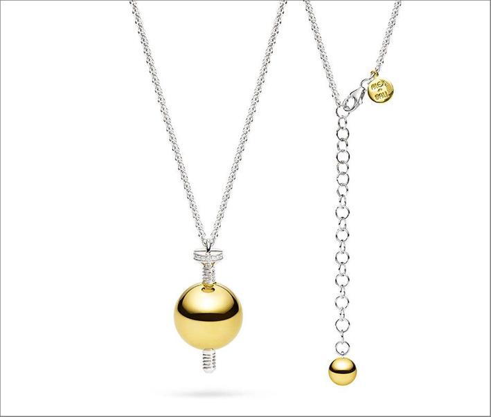 Ciondolo in oro giallo e diamanti, regolabile in lunghezza