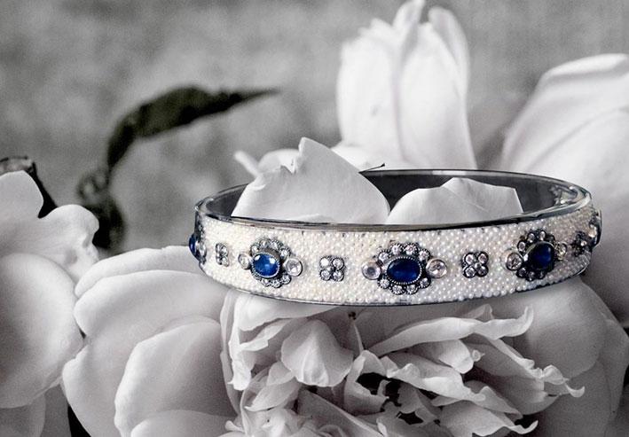 Bracciale con perle keshi e zaffiri della collezione Odetta