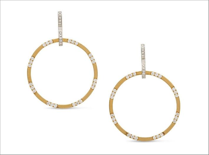 Orecchini a cerchio in oro giallo e bianco e diamanti
