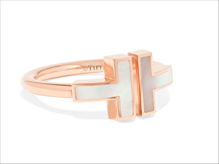 Collezione Tiffany T, anello in oro rosa e madreperla