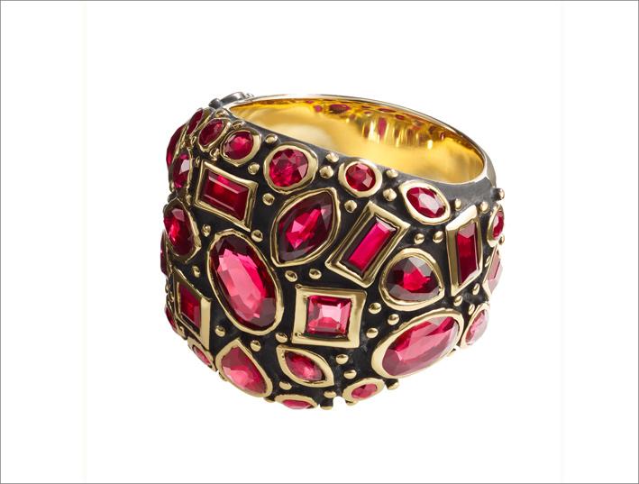 Anello con rubini per 6 carati su oro 18 carati annerito