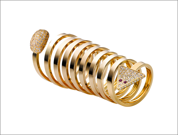 Anello Drina con diamanti bianchi da 8,75 carati, 2 rubini incastonati in oro giallo 18 carati