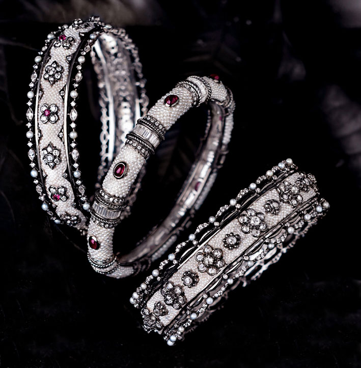 Bracciali con perle keshi e rubini