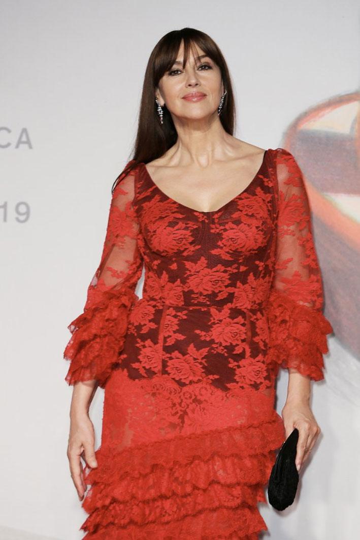 Monica Bellucci con orecchini Cartier