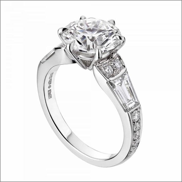 Anello di Beatrice di York con diamante di 2,5 carati