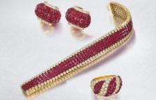Gioielli di Van Cleef & Arpels, oro giallo e rubini con la tecnica Mystery Set