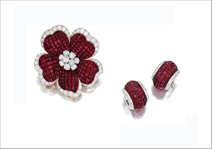 Spilla e orecchini di rubini e diamanti di Van Cleef & Arpels