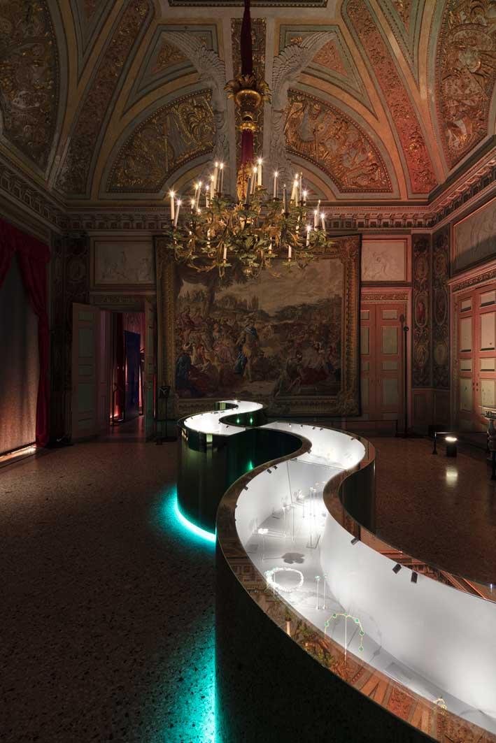 L'allestimento della mostra a Palazzo Reale con la scenografia curata da Johanna Grawunder. Foto: Santi Caleca
