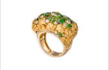 Anello dedicato alla terra, in oro e diopside