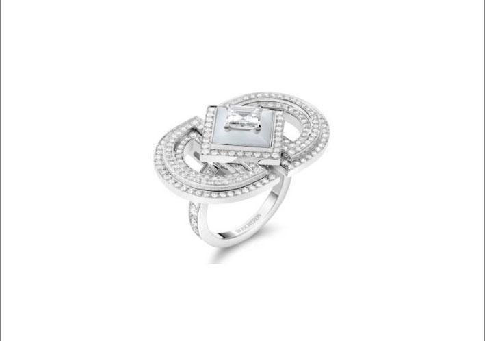 Anello Arcades, con diamante quadrato da 0,77 ct D VVS2 e madreperla, pavé di diamanti, in oro bianco