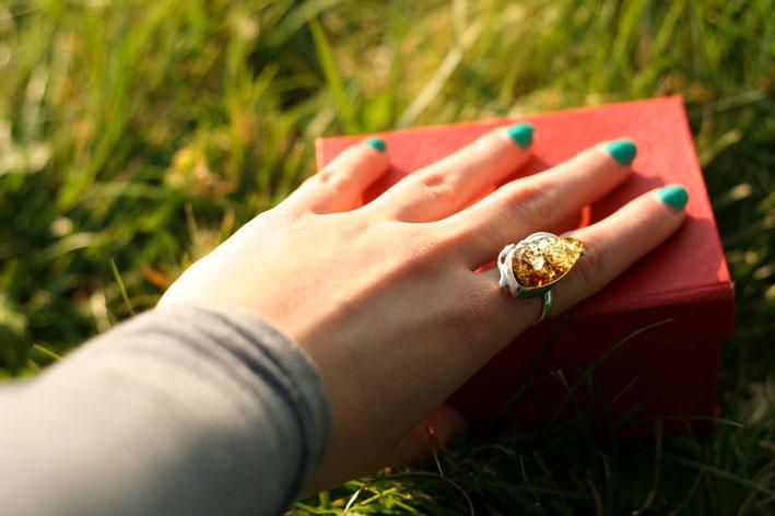 Nessuna relazione tra l'anello e lo smalto