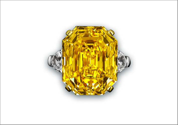 Anello con diamante fancy yellow