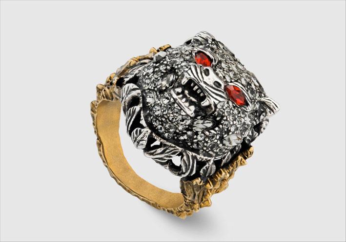 Anello in oro giallo 18 carati, argento 925, diamanti grigi, rubini