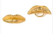 Anello labbra di Jannis Kounellis