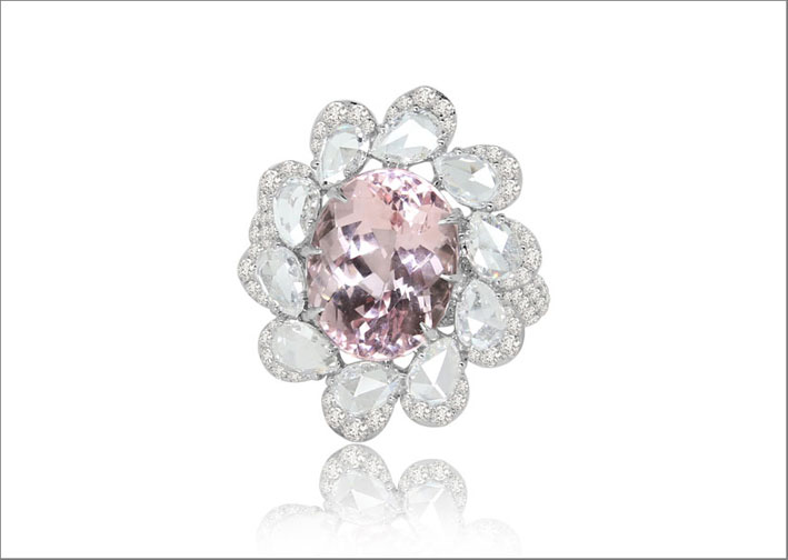 Anello con morganite e diamanti