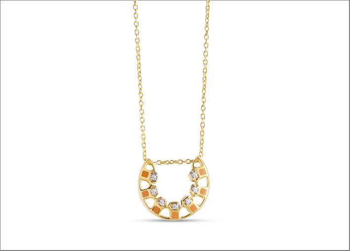 Collana in oro giallo, diamanti, smalto arancione