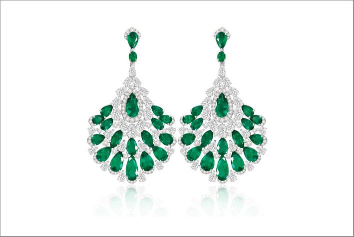 Orecchini con diamanti e 19 carati di smeraldi