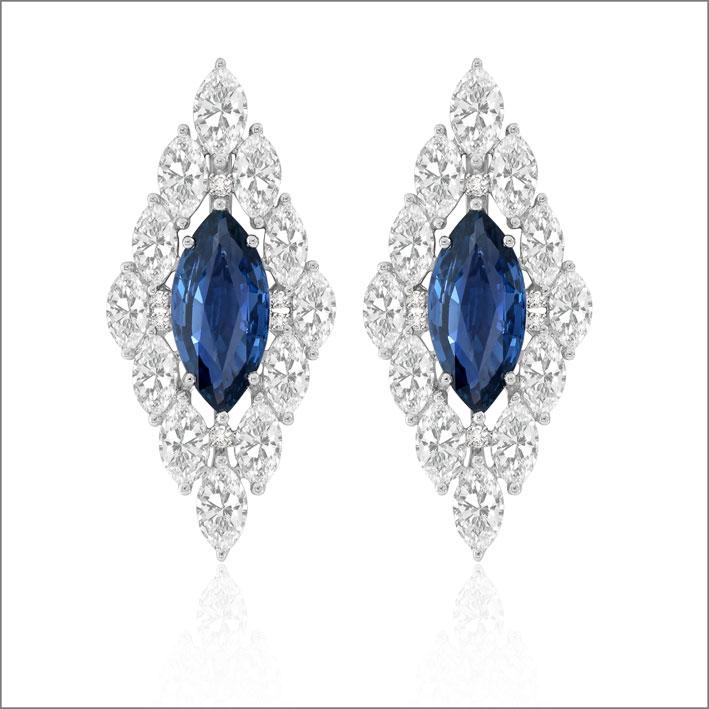 Orecchini con zaffiri blu e diamanti