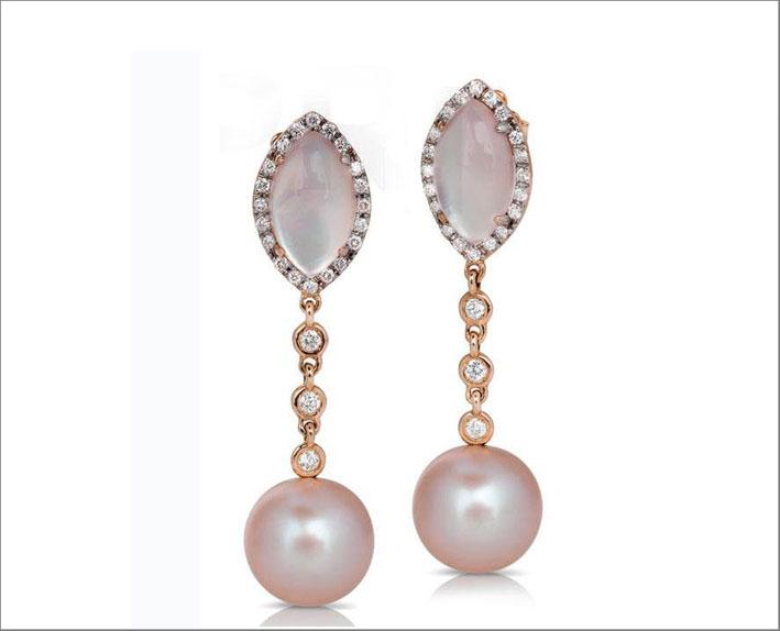 Orecchini con perle su oro rosa